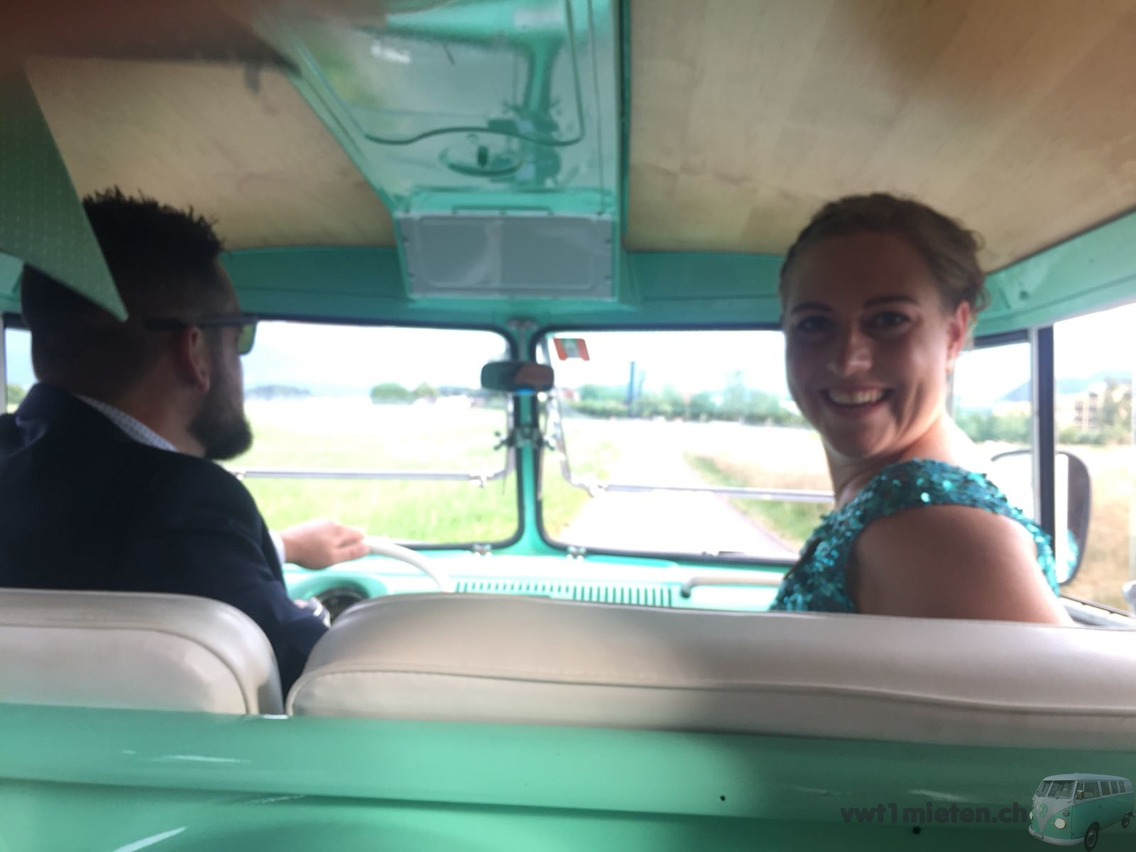 Die Trauzeugen von Claudia und Philipp im Bus T1