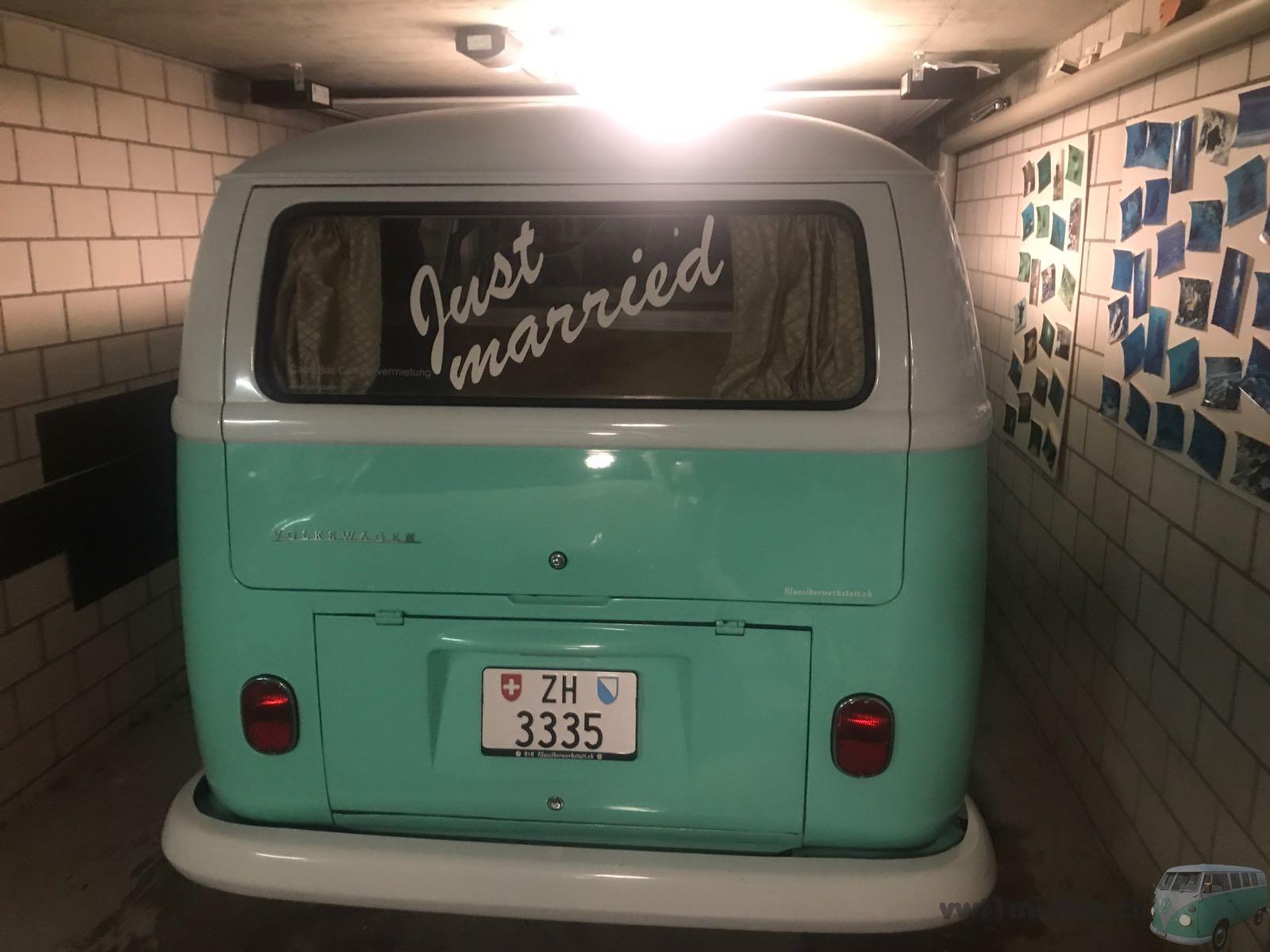 """Der VW Bus T1 mit dem """"Just Married"""" Schriftzug für Claudia und Philipp"""